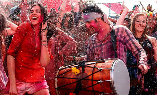 Ranbir Kapoor & Deepika Padukone in Yeh Jawaani Hai Deewani - Holi SMS Messages & Holi Greetings